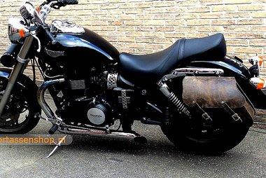 Triumph Speedmaster met motortas, antiek, 2x13,5L, C4080a